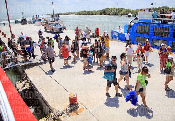 La ínsula no soporta la llegada de siete mil visitantes en un día. (Luis Soto/SIPSE)