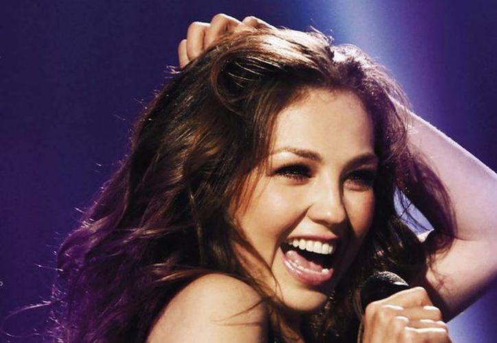 En el DVD 'Thalía viva tour en vivo' se podrá ver a la extimbiriche acompañada de un gran espectáculo con bailarines, músicos y una fastuosa producción. (Facebook oficial)