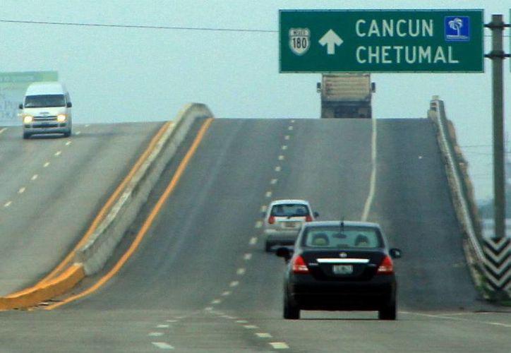 El presupuesto de comunicaciones y transportes incluye varias carreteras. (SIPSE/Archivo)