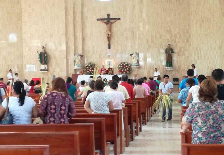 La iglesia de Nuestra Señora de Guadalupe inició con una procesión a las ocho de la mañana, desde el Parque de Las Casitas.