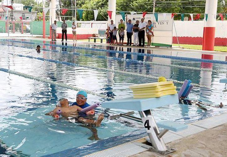 Los entrenamientos se realizan en la alberca municipal. (Cortesía/SIPSE)