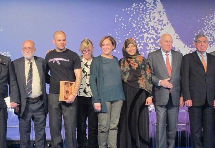 René Pérez Joglar junto al comité de Premios Nobel de la Paz que le otorgó un galardón por su labor social. Este reconocimiento ha sido otorgado en ocasiones anteriores a celebridades como Bono, Sean Penn y George Clooney. (Facebook: Residente)