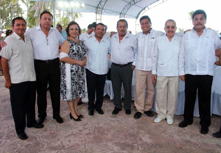 Los ex presidentes municipales se presentaron en la toma de protesta de Juan Carrillo. (Alejandro García/SIPSE)