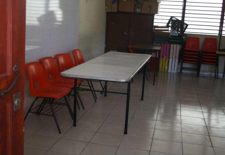 Continúa el atraso de la apertura de casillas en el municipio. (Rossy López/SIPSE)