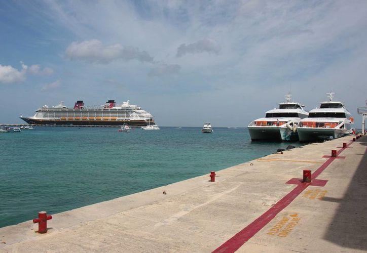 La naviera Barcos Caribe suspendió ayer sus actividades, por mantenimiento a sus embarcaciones. (Gustavo Villegas/SIPSE)