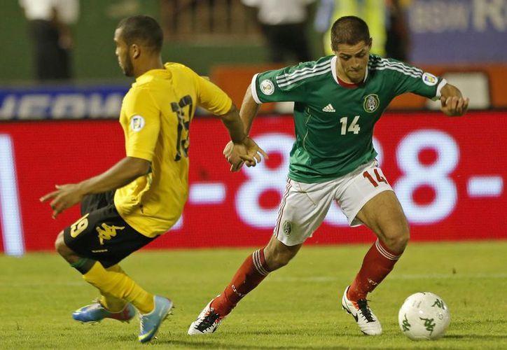 """El """"Chicharito"""" Hernández fue de los pocos que se esforzaron bien. (Agencias)"""