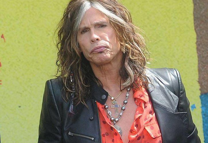 El vocalista de Aerosmith pidió al senador Kalani English que apoyara la iniciativa después de que le tomaran fotografías no autorizadas en diciembre pasado. (Agencias)