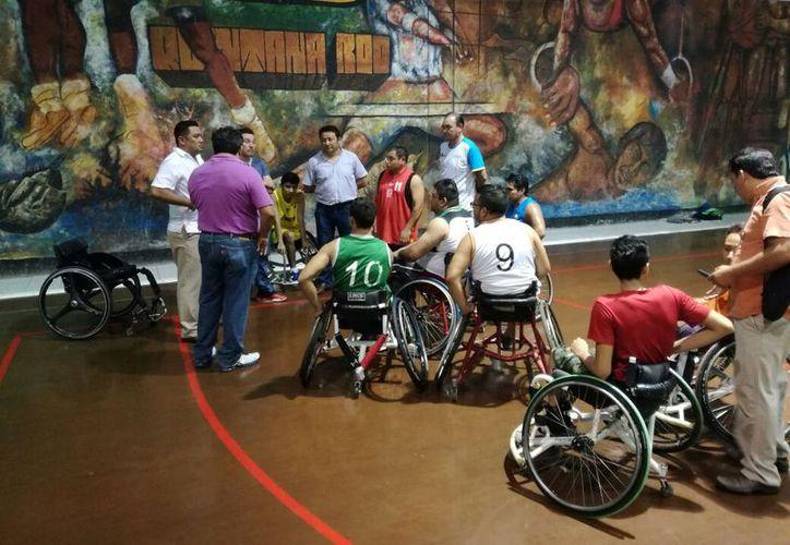 Paralímpicos no aceptaron las sillas porque ninguna cumple con las indicaciones precisas de cada jugador. (Miguel Maldonado/SIPSE)