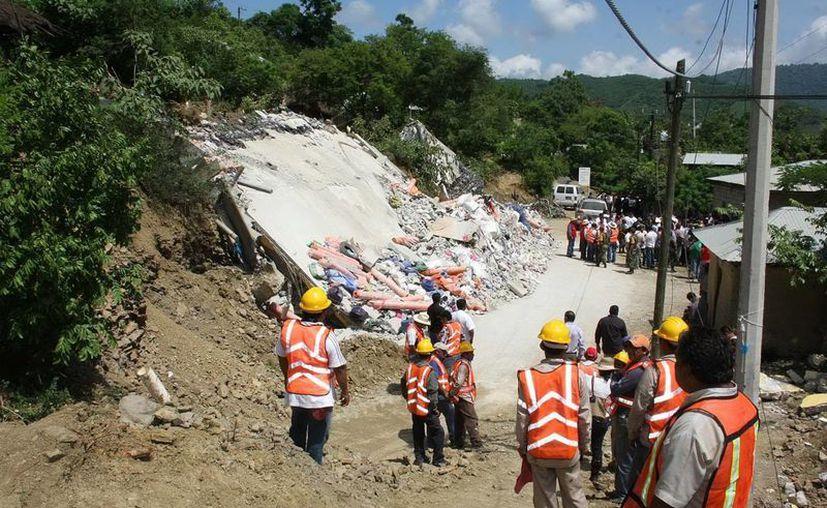 Autoridades realizaron el cierre de la vialidad en la autopista México-Querétaro (foto de contexto Notimex)