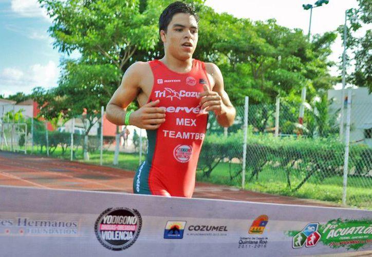 La competencia inició con la carrera pedestre de dos mil metros. (Redacción/SIPSE)