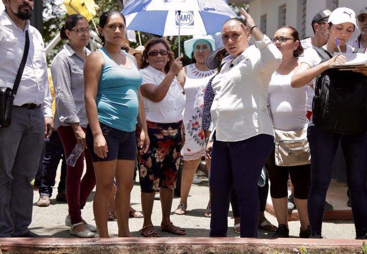 Durante su quinto día de campaña, Cristina escuchó a los vecinos del fraccionamiento La Guadalupana.