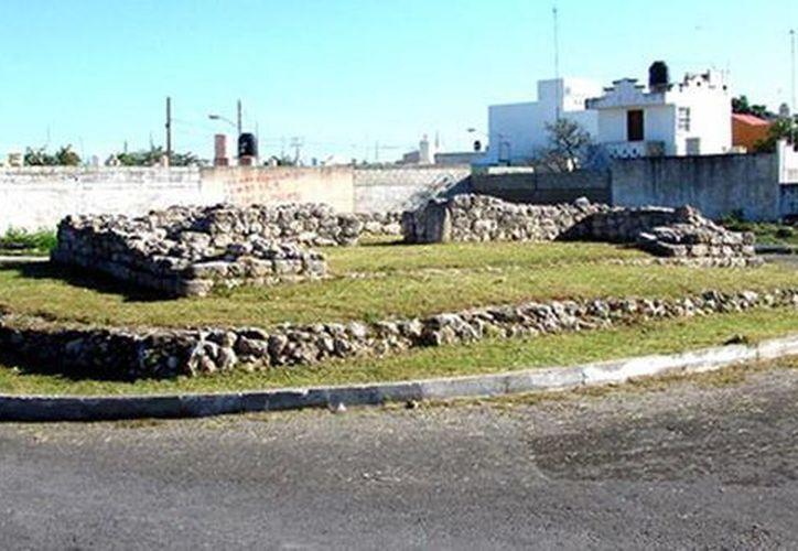 En Mérida, muchas unidades habitacionales fueron construidas sobre vestigios arqueológicos. (Jorge Moreno/SIPSE)