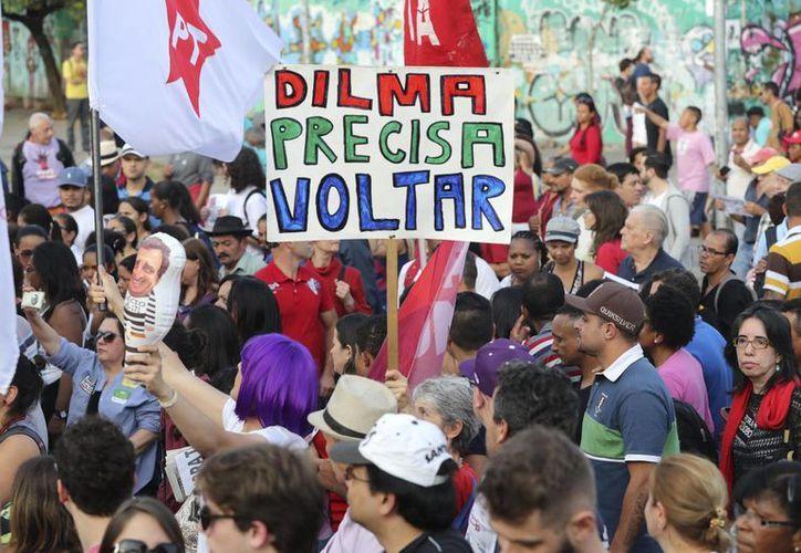 Manifestantes participan en una protesta contra el Gobierno del mandatario interino brasileño, Michel Temer, en Sao Paulo. (EFE/Archivo)