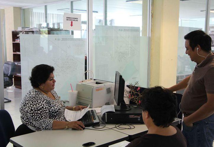Pocas personas acudieron a las instalaciones de la SEQ, debido a que la mayoría optó por el trámite en línea. (Paola Chiomante/SIPSE)