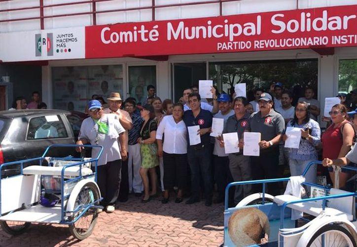 Cinco organizaciones firmaron un documento en el que renuncian al PRI y ponen su confianza Torres Gómez.