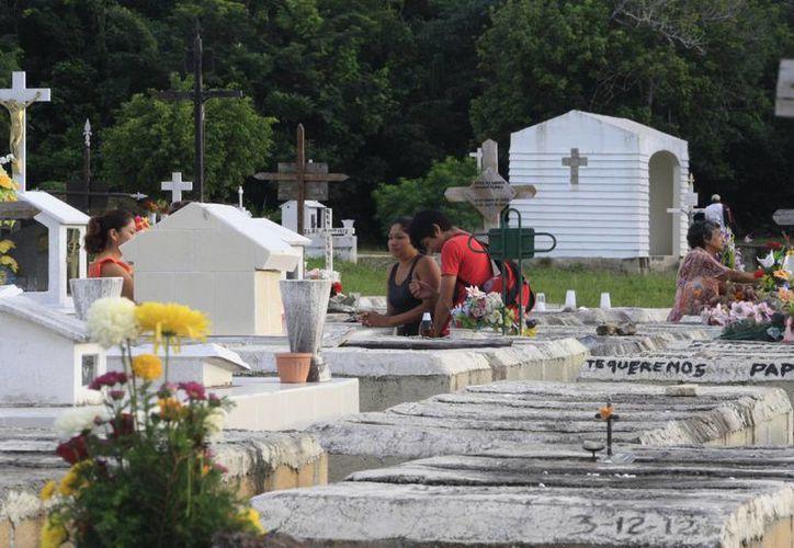 Buscan que ningún empresario más se haga rico a partir de la concesión del cementerio. (Harold Alcocer/SIPSE)