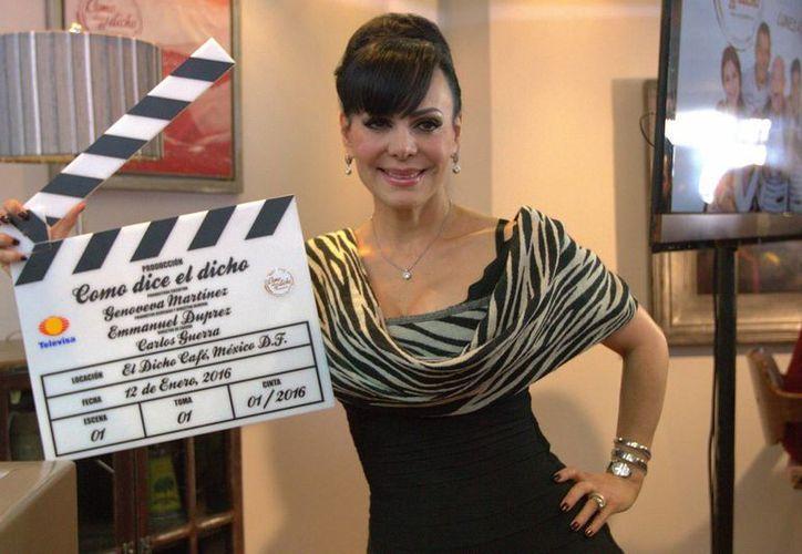 La actriz fue coronada este viernes, en un conocido salón de la Ciudad de México.(Notimex)