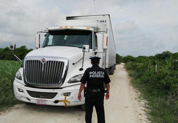 Los asaltos a unidades de carga han encarecido el costo de los seguros de los camiones. (Archivo/SIPSE)