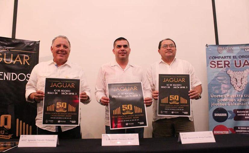 El cartel de la celebración. (Foto:Daniel Sandoval/Novedades Yucatán)