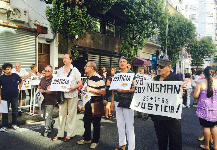 La comunidad judía argentina aseguró que no permitirá 'que vuelva a morir otro fiscal'. (Notimex)