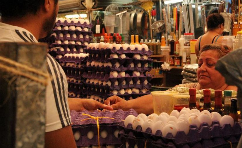 En esta época también se registra aumento en el precio del huevo. (José Acosta/SIPSE)