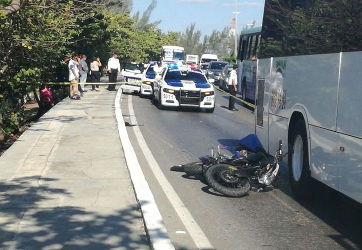 En el accidente en la zona hotelera, el motociclista falleció. (Eric Galindo/SIPSE)