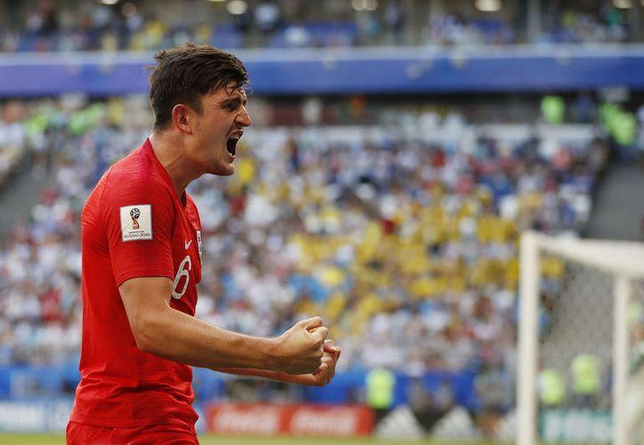 Harry McGuire, del modesto Leicester, puso adelante 1-0 a Inglaterra sobre Suecia en el primer tiempo (Foto AP)