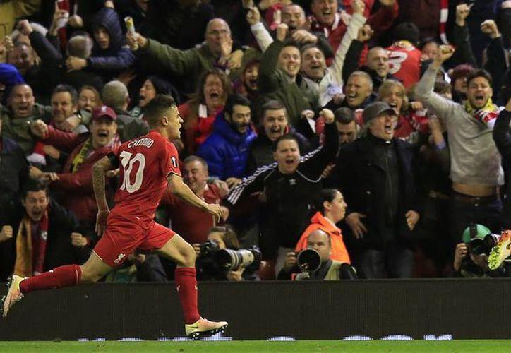 El defensa croata Dejan Lovren marcó en la reposición el gol que le dio el pase a 'semis' a los Reds, y que supuestamente logró el 'milagro' en Anfield. (AP)