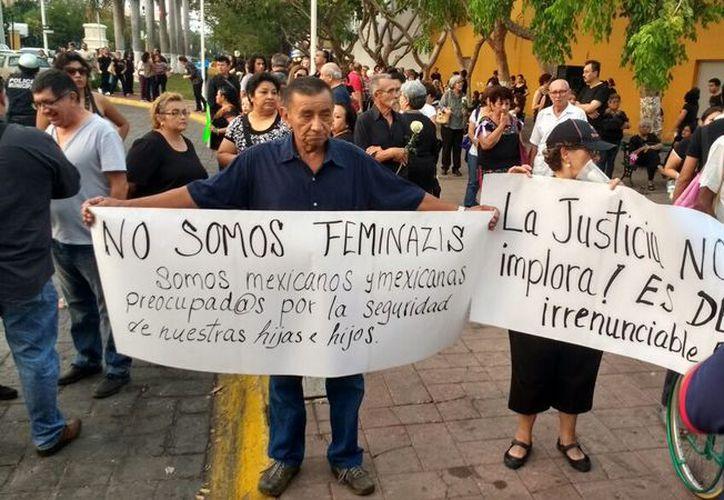 Las peticiones de justicia fueron recurrentes durante el derrotero. (José Acosta/ Milenio Novedades)