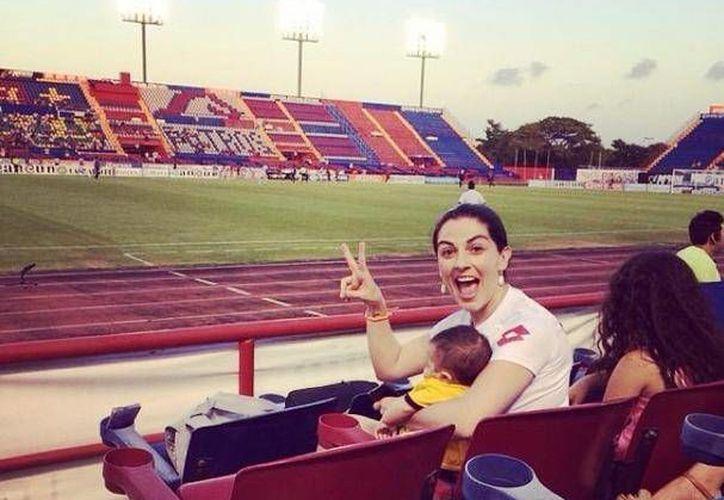 Lidia Ávila y Erik fueron a un partido del Atlante. (Instagram/@lidiaavilab)
