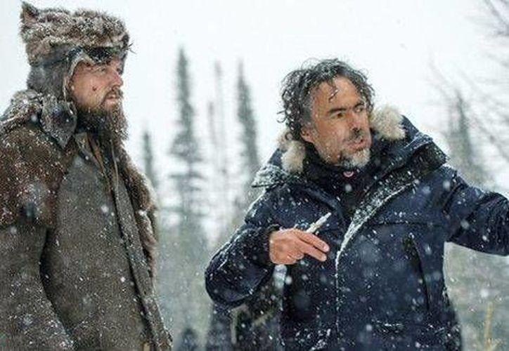 El realizador mexicano Alejandro González Iñárritu, junto a Leonardo DiCaprio, protagonista de su nueva película, <i>The Revenant: El renacido</i>. (20th Century Fox. )