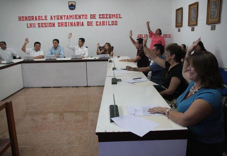 Sesión de Cabildo realizada la noche del 23 de julio. (Julián Miranda/SIPSE)