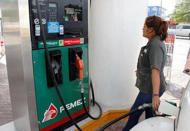 Durante las primeras horas del 2018, el litro de la gasolina Magna, la de mayor consumo en la capital yucateca, se cotizó hasta en 16 pesos por litro. (SIPSE)
