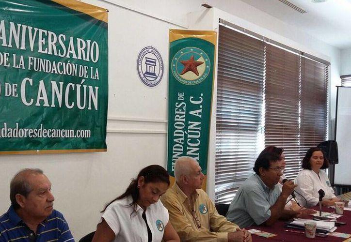 Los organizadores del evento presentaron el calendario de actividades. (Victoria González/SIPSE)