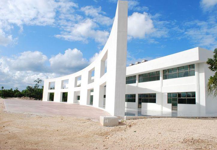 La Universidad Politécnica está ubicada en el Arco Vial. (Tomás Álvarez/SIPSE)
