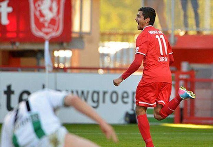 'Tecatito' Corona marcó dos goles con Twente en la penúltima jornada de la Liga de Holanda, ganada de antemano por el PSV donde juega otro mexicano, Andrés Guardado. (foxsportsla.com)