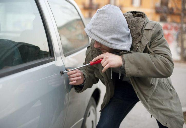 Según las cifras de la AMIS, de los autos asegurados que fueron sustraídos en 2014, sólo fueron recuperados 30 mil 478. (adninformativo.mx)
