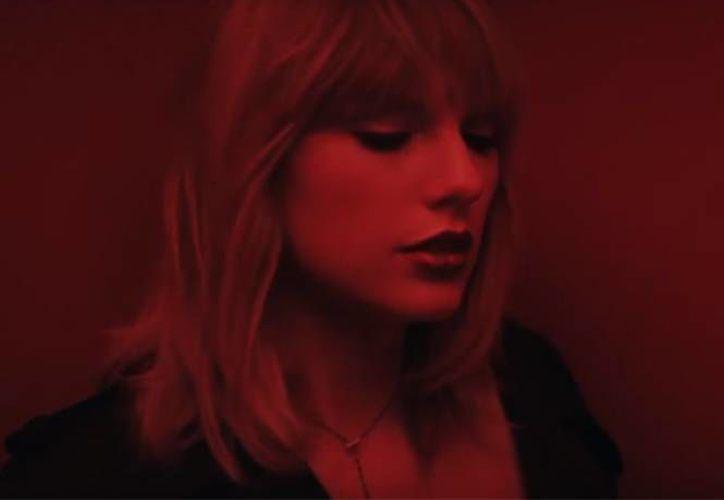 El próximo 10 de febrero llega a los cines '50 sombras más oscuras', que cuenta con música de Taylor Swift. (Foto tomada de excelsior.com)