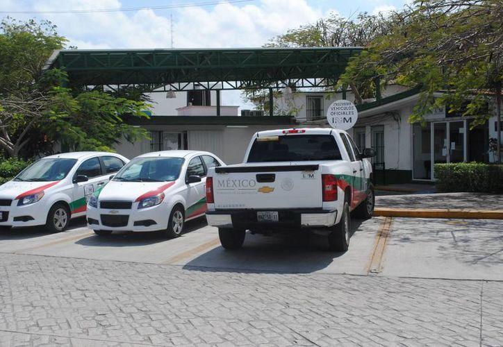 El Instituto Nacional de Migración aseguró a los tres indocumentados. (Eric Galindo/SIPSE)
