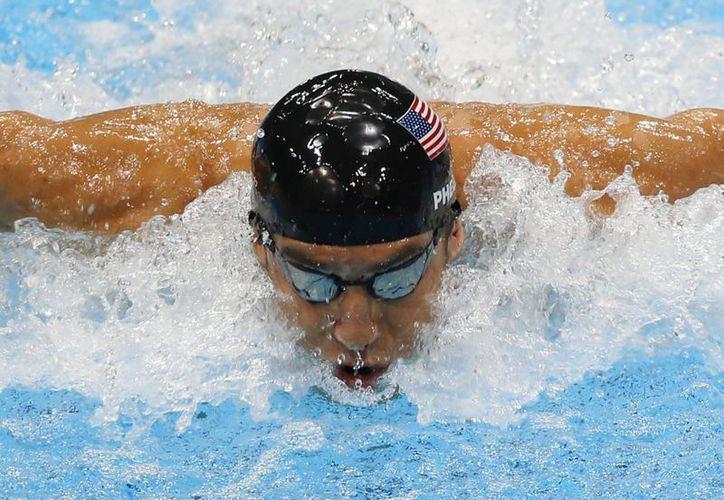 En Mesa, Arizona, Michael Phelps competirá con los medallistas olímpicos estadounidenses Ryan Lochte y Katie Ledecky. (AP)