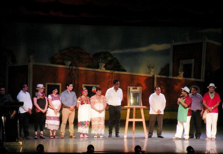 El elenco de la obra 'Lady Sabucán' agradeció el reconocimiento de las autoridades.  (Milenio Novedades)