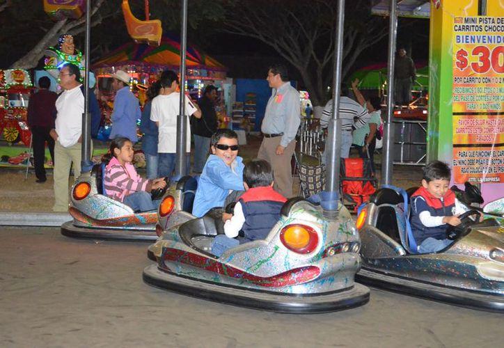 Los cochecitos chocones son un imán para los niños que acuden a la Feria Yucatán 2012. (SIPSE)