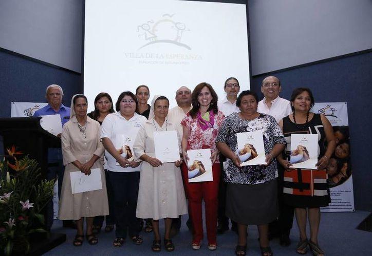 Representantes de asociaciones beneficiadas con los donativos de Fundación Villa de la Esperanza. (Cortesía)