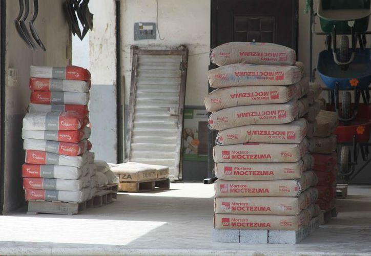 La CMIC advirtió que a partir del próximo fin de semana el precio del cemento subirá.  (Joel Zamora/SIPSE)