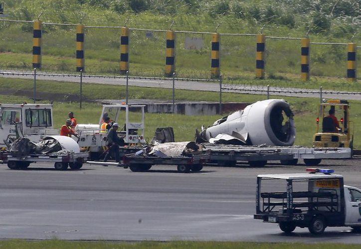 Image result for Se desprende una turbina a avión durante aterrizaje en aeropuerto de Filipinas