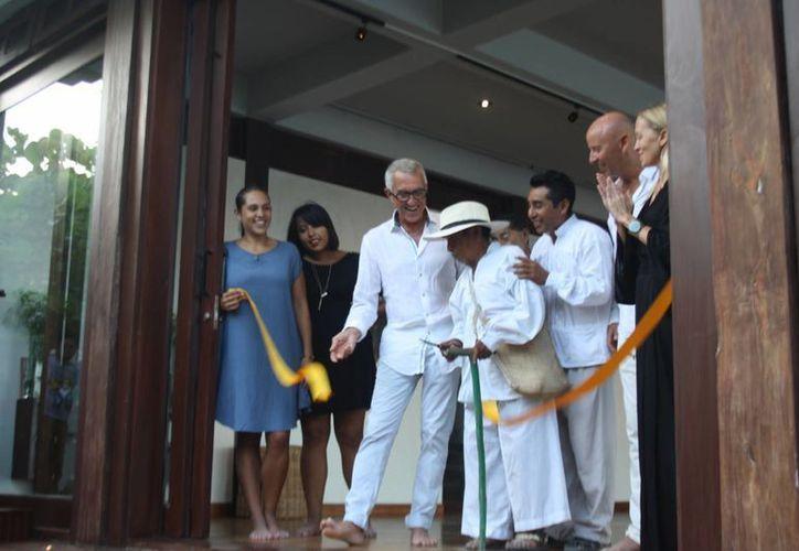 """El viernes se inauguró la exposición """"Los últimos testigos: La Guerra de Castas"""" en el hotel Sanará, de Tulum. (Sara Cauich/SIPSE)"""