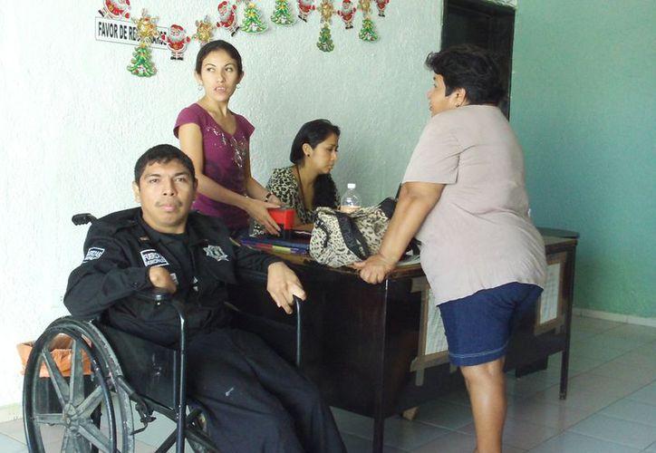 Con apoyo de su familia, el Comandante Pegasso fundó Supérate y sonríe a la vida A.C. (Manuel Pool/SIPSE)