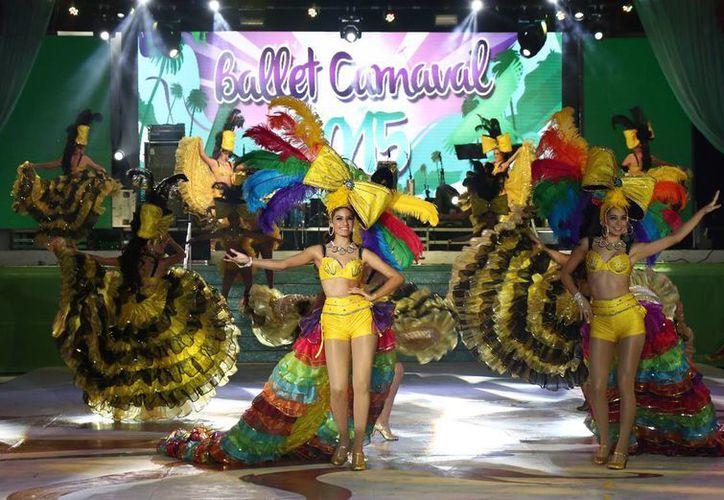 El Ballet Oficial del Carnaval 2015 engalanó la noche. (Redacción/SIPSE)