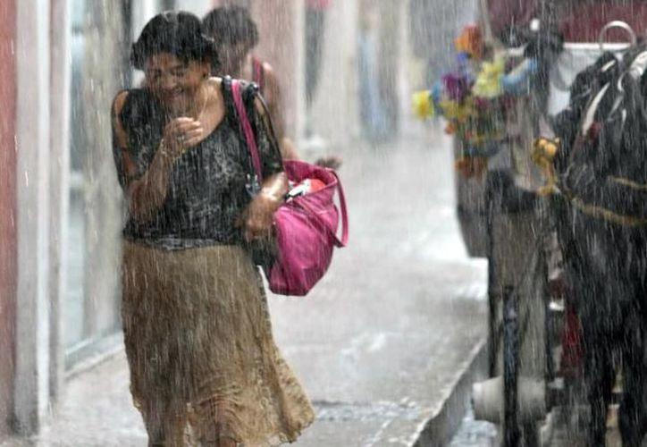 Condiciones inestables en la región, especialmente de lluvias fuertes a muy fuertes en los tres estados de la Península de Yucatán. (SIPSE)