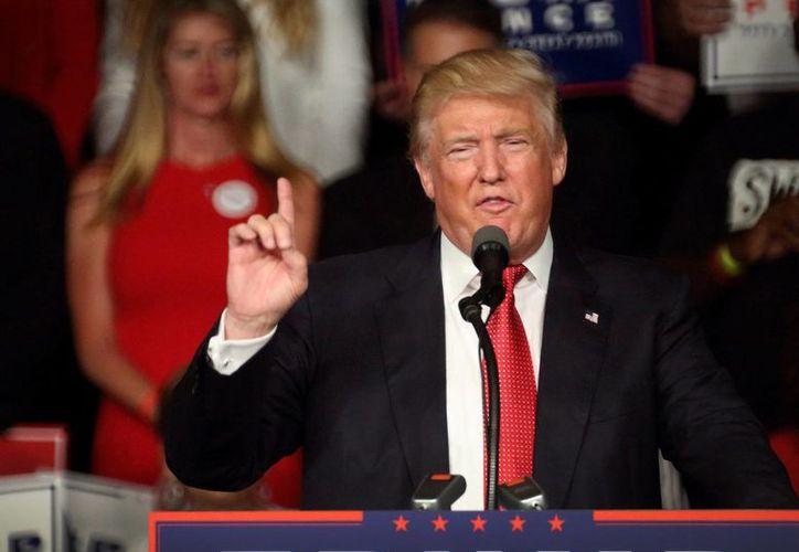 Donald Trump dijo que cumplirá una de sus promesas de campaña: salir de acuerdos económicos mundiales que considera perjudiciales para Estados Unidos. (EFE/Archivo)